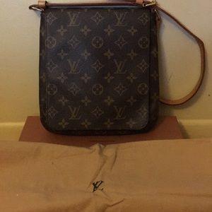 100% authentic Louis Vuitton cross body